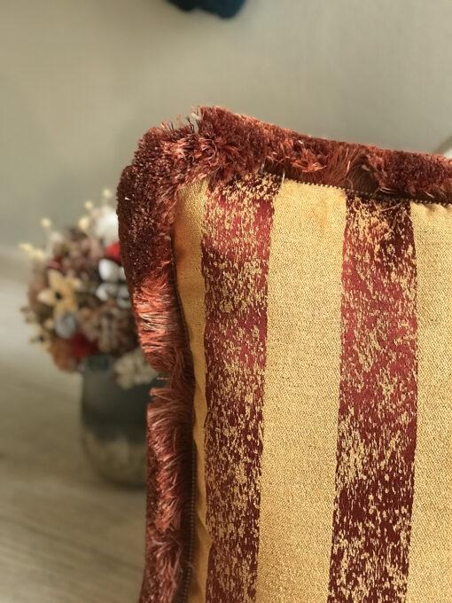 Perna decorativa cu franjuri